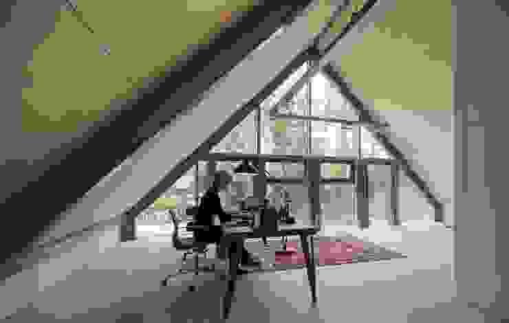 Oficinas y bibliotecas de estilo moderno de Blok Kats van Veen Architecten Moderno
