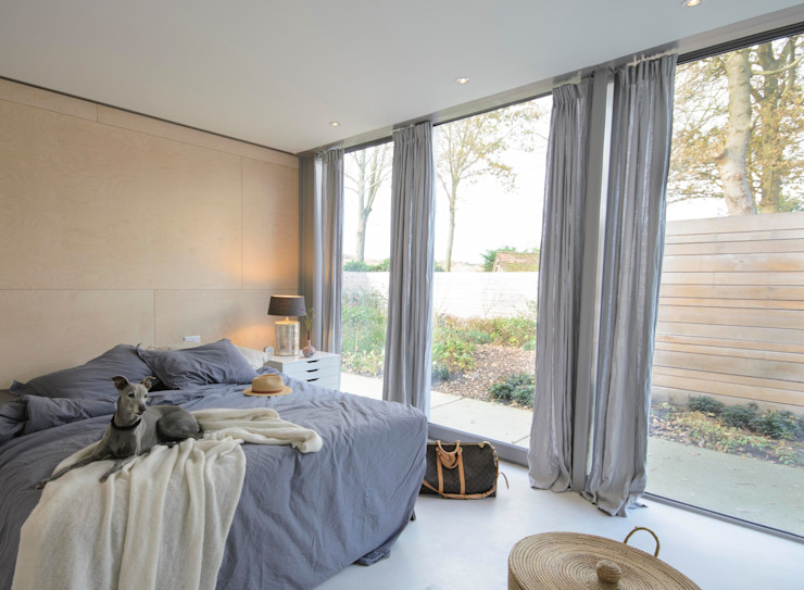 Lofthome Bergen (NH):  Slaapkamer door Blok Kats van Veen Architecten,