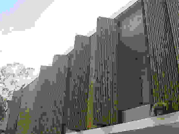 Casa Ilha Bela Márcio Kogan Portas e janelas tropicais por BAMBU CARBONO ZERO Tropical