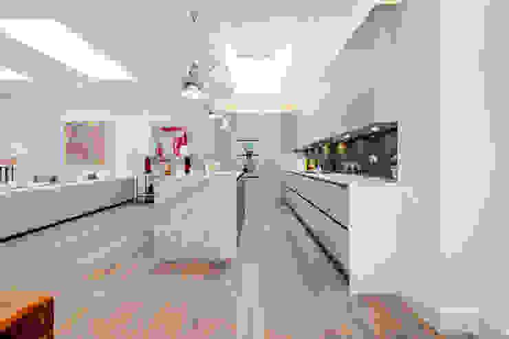 kitchen Dapur Modern Oleh Balance Property Ltd Modern