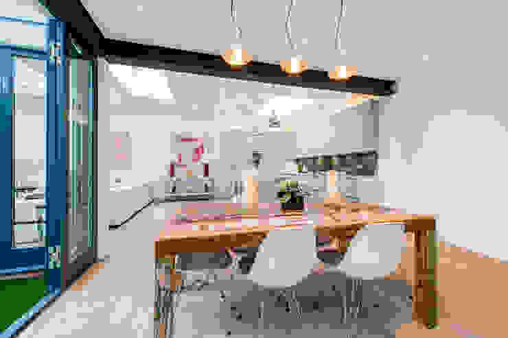 Open Plan living Ruang Makan Modern Oleh Balance Property Ltd Modern