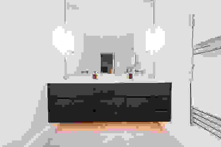 Parquet flooring and underlit counters Kamar Mandi Modern Oleh Balance Property Ltd Modern