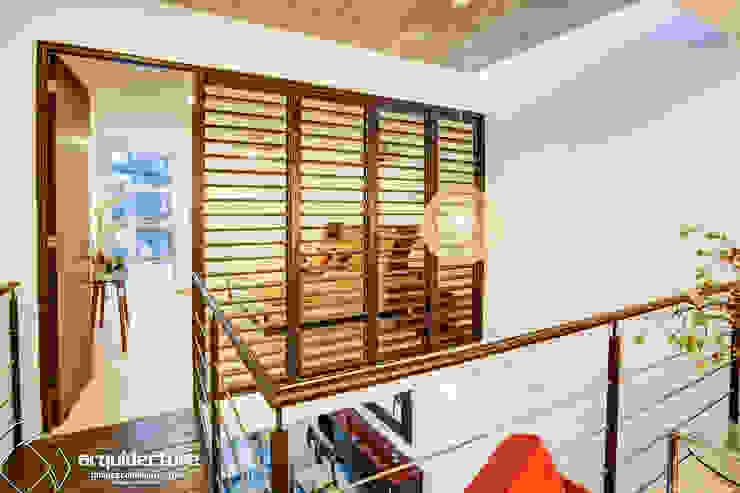 Planta Alta Pasillos, halls y escaleras minimalistas de Grupo Arquidecture Minimalista