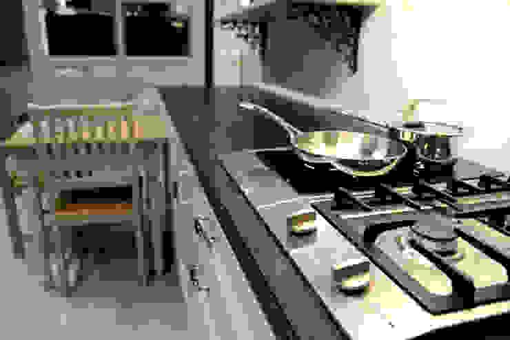 Modern kitchen by GRANMAR Borowa Góra - granit, marmur, konglomerat kwarcowy Modern