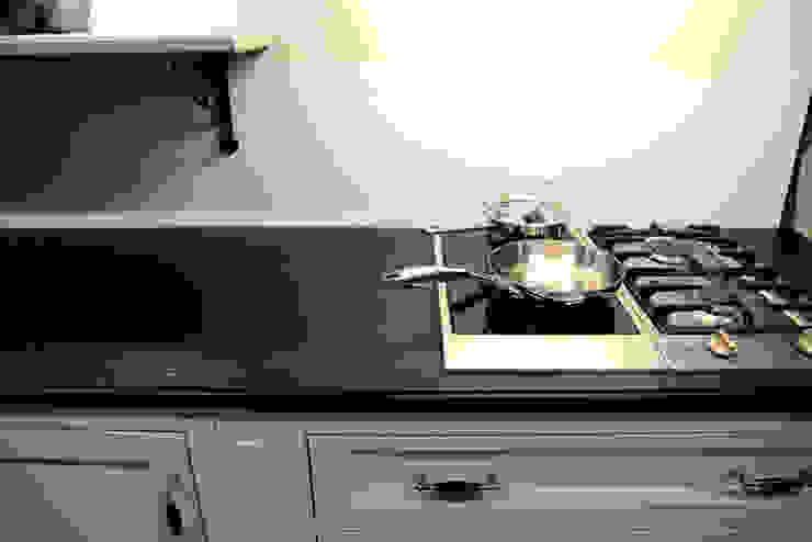 Cucina moderna di GRANMAR Borowa Góra - granit, marmur, konglomerat kwarcowy Moderno