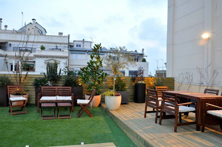 Terraza Muntaner Balcones y terrazas de estilo ecléctico de ésverd - jardineria & paisatgisme Ecléctico