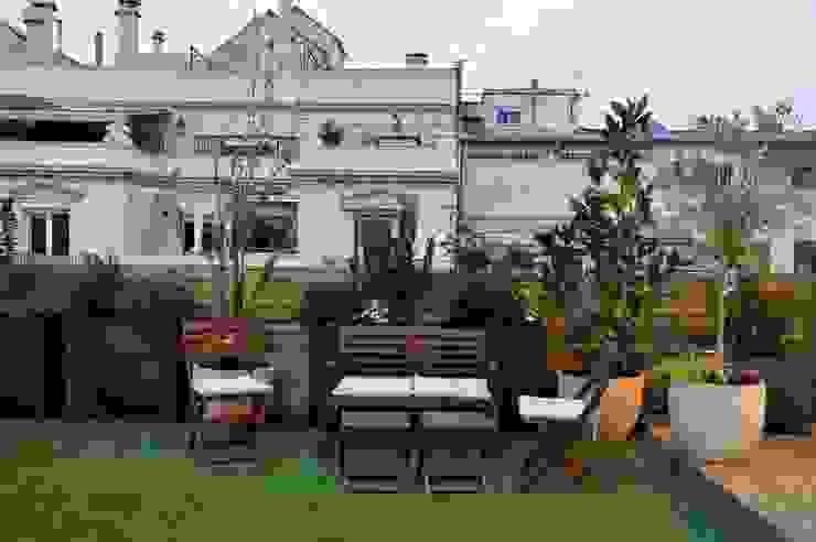 ésverd - jardineria & paisatgisme Balcone, Veranda & TerrazzoMobili