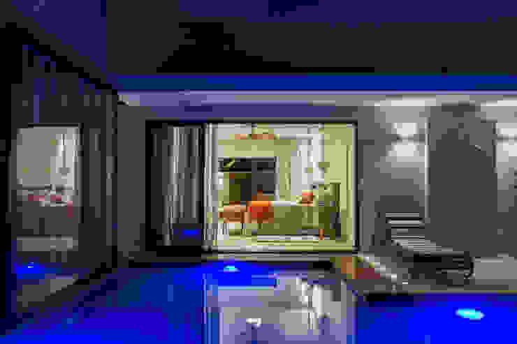 Integração dos quartos com o lazer Quartos modernos por RABAIOLI I FREITAS Moderno