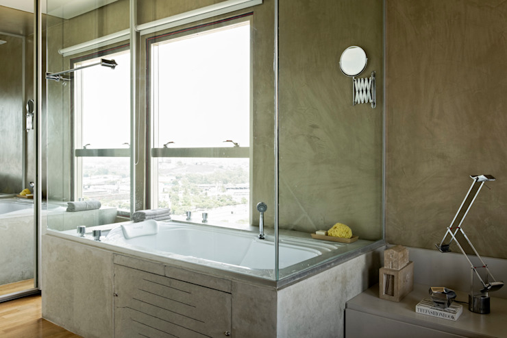 Baños modernos de DIEGO REVOLLO ARQUITETURA S/S LTDA. Moderno
