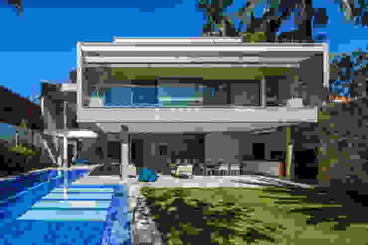 Casas de estilo  de Reinach Mendonça Arquitetos Associados, Moderno
