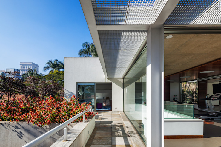 Modern houses by Reinach Mendonça Arquitetos Associados Modern