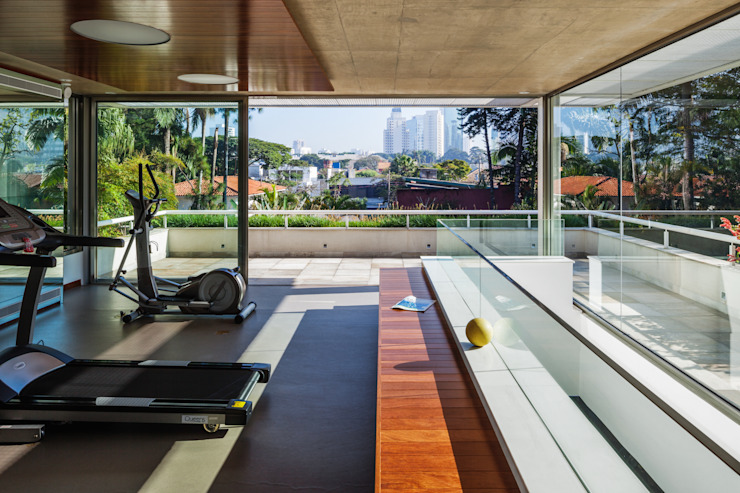 Residência MG Fitness moderno por Reinach Mendonça Arquitetos Associados Moderno