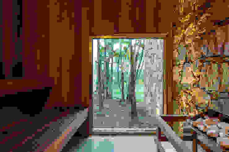 Residência MG Spa moderno por Reinach Mendonça Arquitetos Associados Moderno
