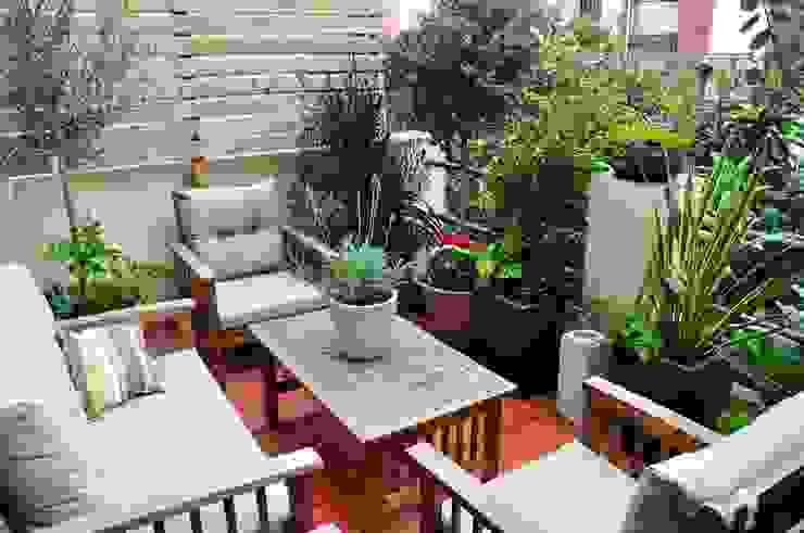 Eclectic style balcony, veranda & terrace by ésverd - jardineria & paisatgisme Eclectic