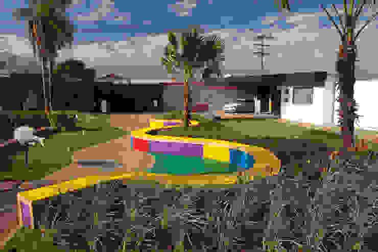 Modern style gardens by Adines Ferreira Paisagismo Modern