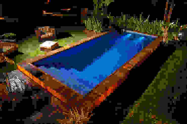 Hồ bơi phong cách hiện đại bởi Adines Ferreira Paisagismo Hiện đại