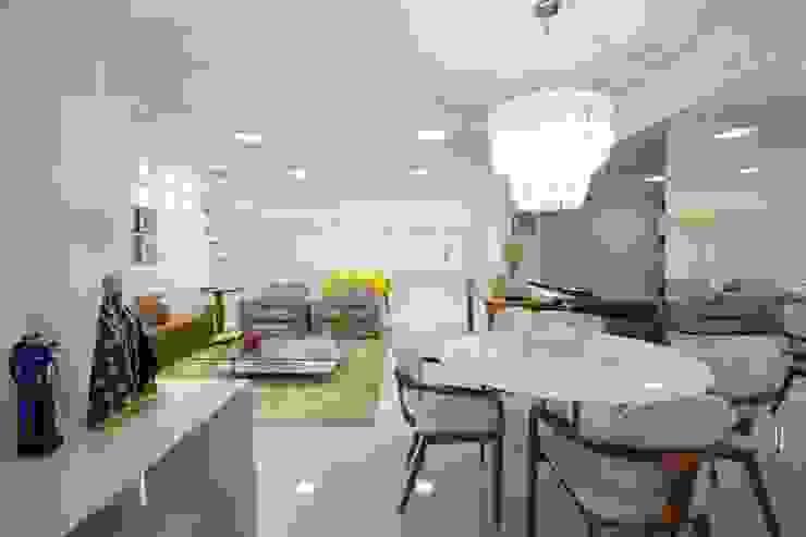 Apartamento do casal Salas de estar minimalistas por Cátia Bacellar Minimalista