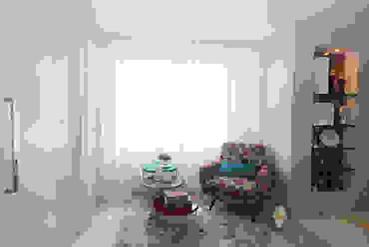 Apartamento Jovem casal Corredores, halls e escadas modernos por Celia Beatriz Arquitetura Moderno