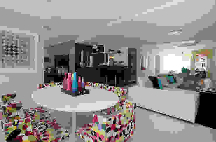 Apartamento Jovem casal Varandas, alpendres e terraços modernos por Celia Beatriz Arquitetura Moderno