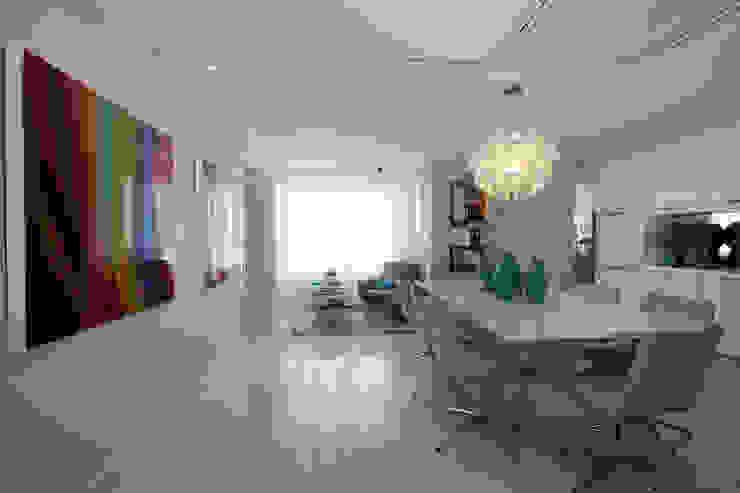 Apartamento Jovem casal Corredores, halls e escadas minimalistas por Celia Beatriz Arquitetura Minimalista