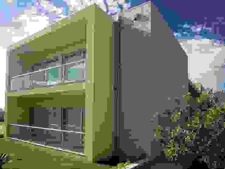 Moradia <q>in ponte</q> Casas modernas por UrbQuality Lda Moderno Tijolo