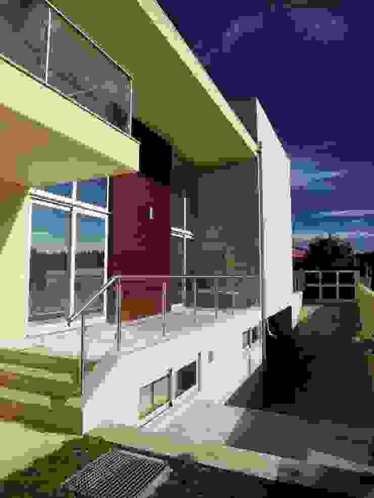 Moradia <q>in ponte</q> Casas modernas por UrbQuality Lda Moderno Granito