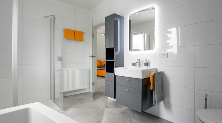 Modern bathroom by Dennert Massivhaus GmbH Modern