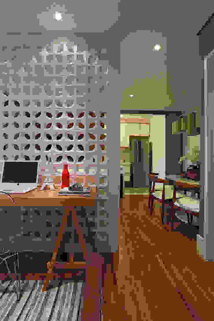 Brooklin | Decorados Corredores, halls e escadas modernos por SESSO & DALANEZI Moderno