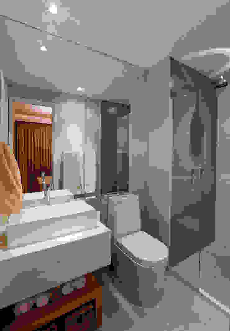 Brooklin | Decorados Banheiros modernos por SESSO & DALANEZI Moderno