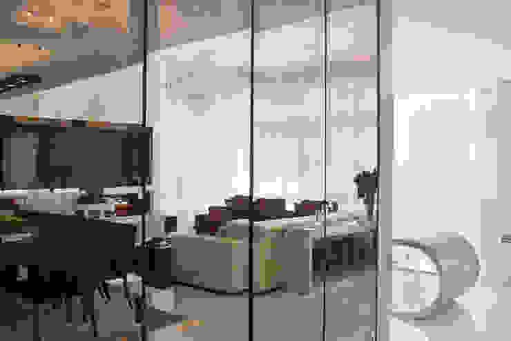 Residência Salas de estar modernas por Andreia Benini Arquiteta Moderno