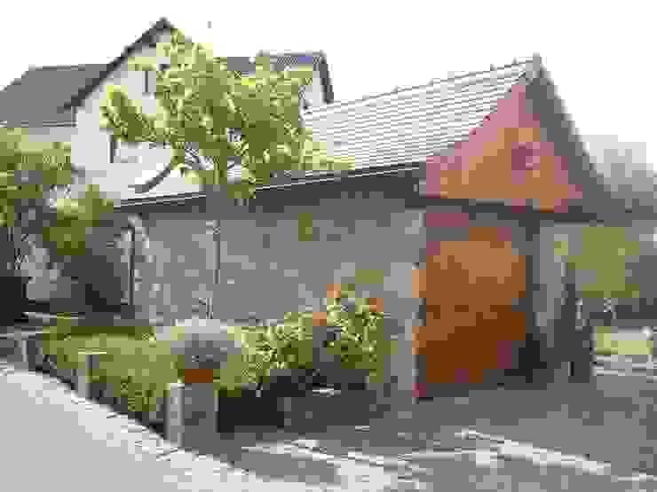 Garajes de estilo  por Natur-Stein-Garten, Rural