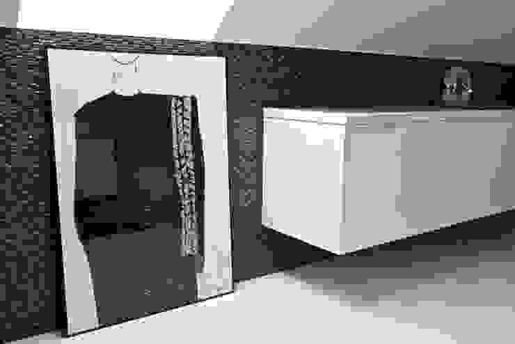Łazienka B&W Nowoczesna łazienka od KRY_ Nowoczesny