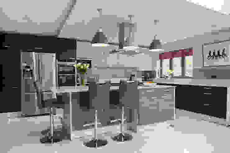 Matt Aura in metallic blue, smoke silver and magnolia white Zara Kitchen Design Modern kitchen