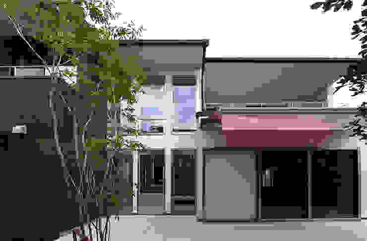 自然エネルギーを活用したエコ住宅 モダンデザインの テラス の 川口建築設計工房 モダン