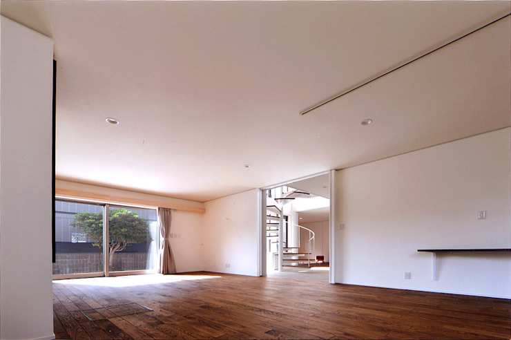 自然エネルギーを活用したエコ住宅 モダンデザインの リビング の 川口建築設計工房 モダン