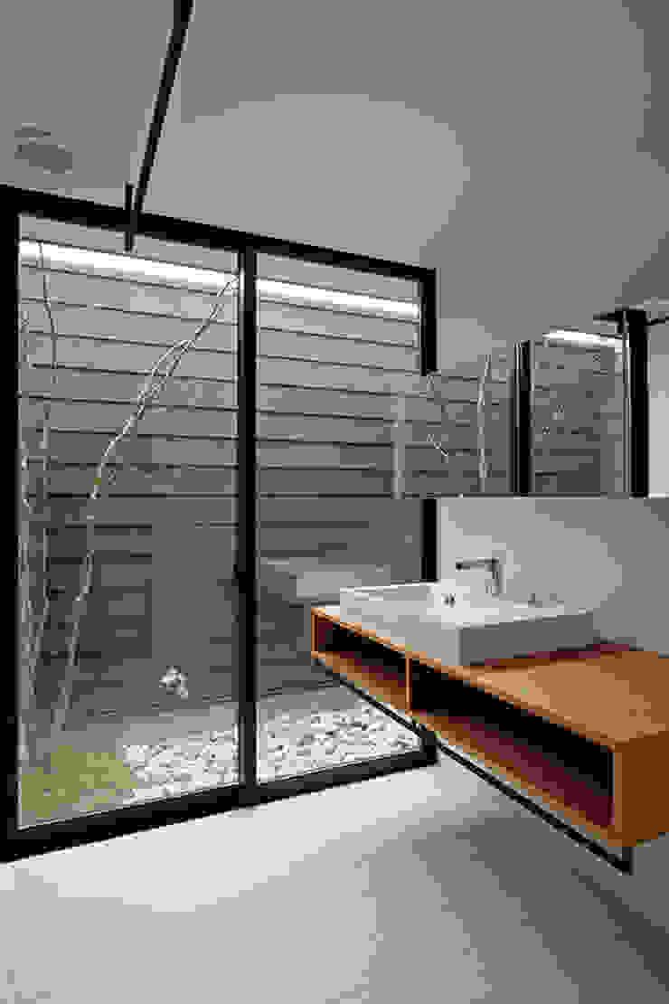 洗面脱衣室 インダストリアルスタイルの お風呂 の 空間建築-傳 インダストリアル