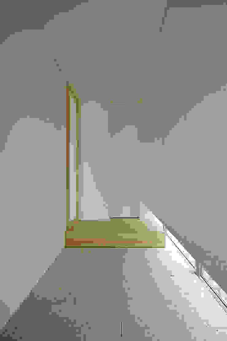玄関 モダンスタイルの 玄関&廊下&階段 の 株式会社 空間建築-傳 モダン