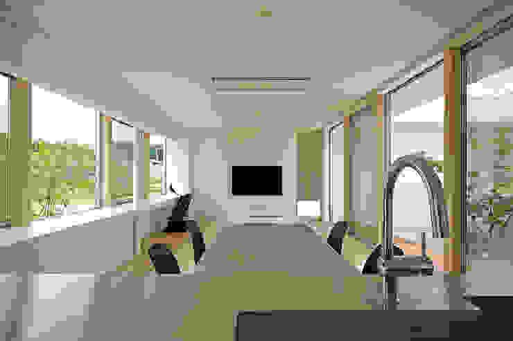 Living room by 株式会社 空間建築-傳