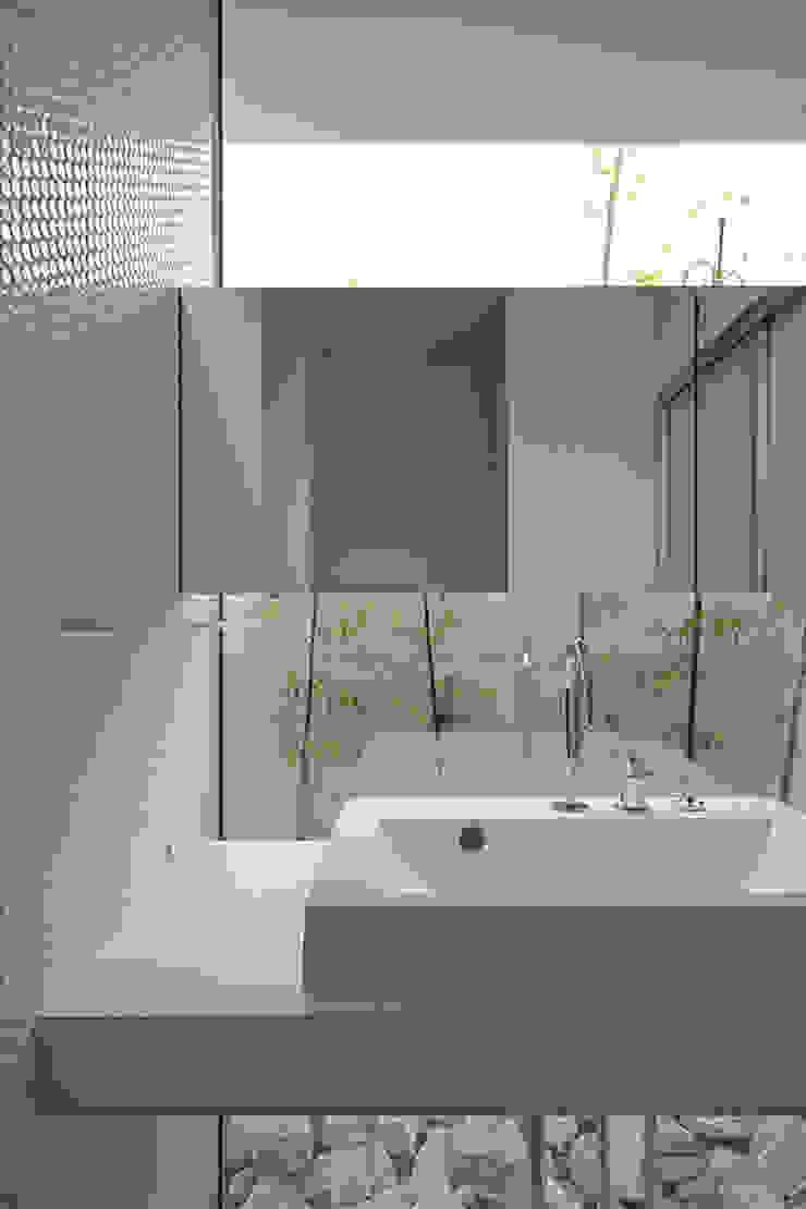 洗面脱衣室 モダンスタイルの お風呂 の 株式会社 空間建築-傳 モダン