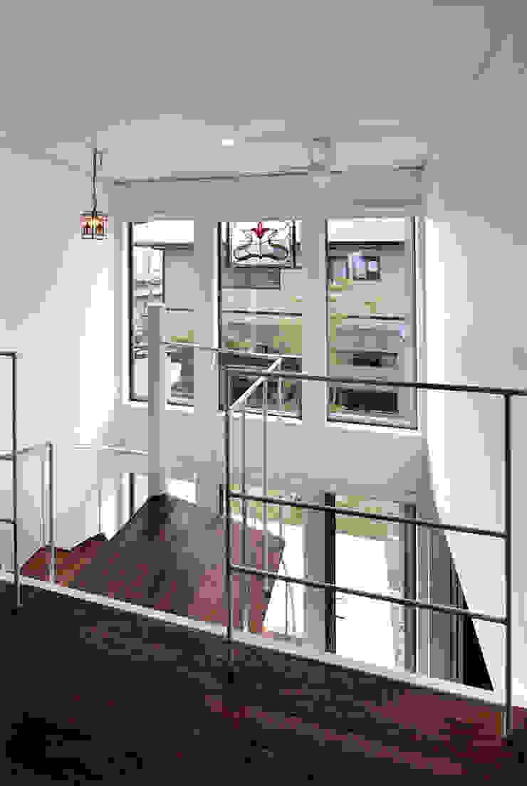 自然エネルギーを活用したエコ住宅 モダンスタイルの 玄関&廊下&階段 の 川口建築設計工房 モダン
