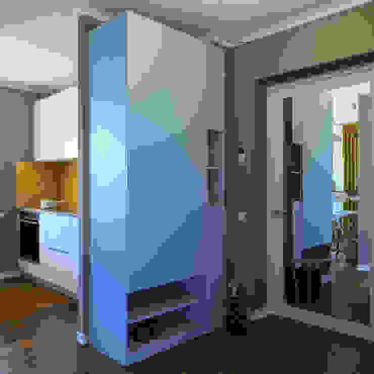 дизайн квартиры 40м2 Коридор, прихожая и лестница в скандинавском стиле от sreda Скандинавский
