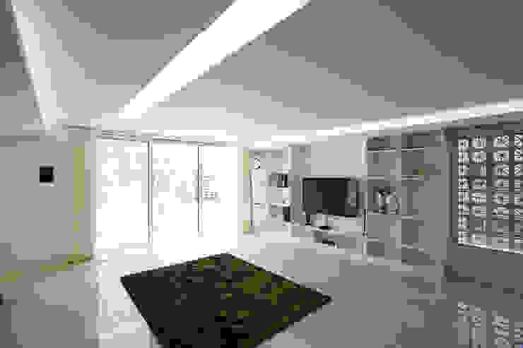 Lotus Haus (로터스하우스) 모던스타일 거실 by 스마트건축사사무소 모던