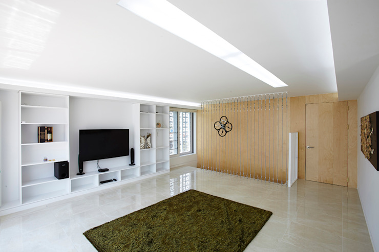 Lotus Haus (로터스하우스): 스마트건축사사무소의  거실,