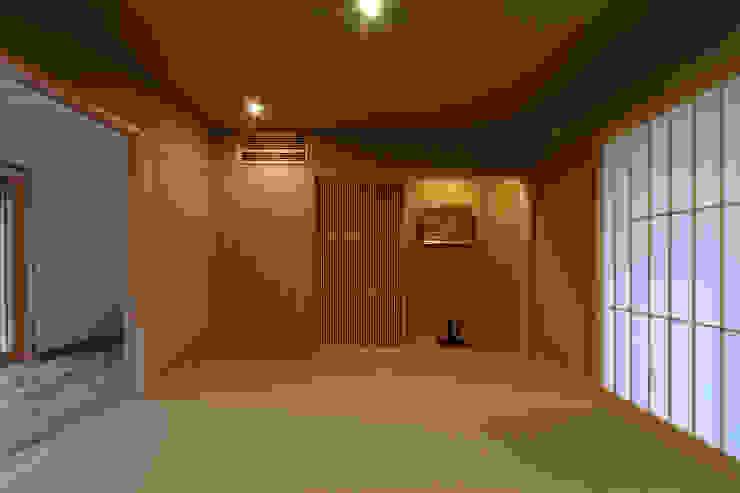 M邸 モダンデザインの 多目的室 の 長谷雄聖建築設計事務所 モダン