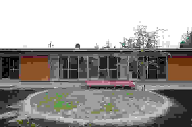 Дома в стиле модерн от 長谷雄聖建築設計事務所 Модерн
