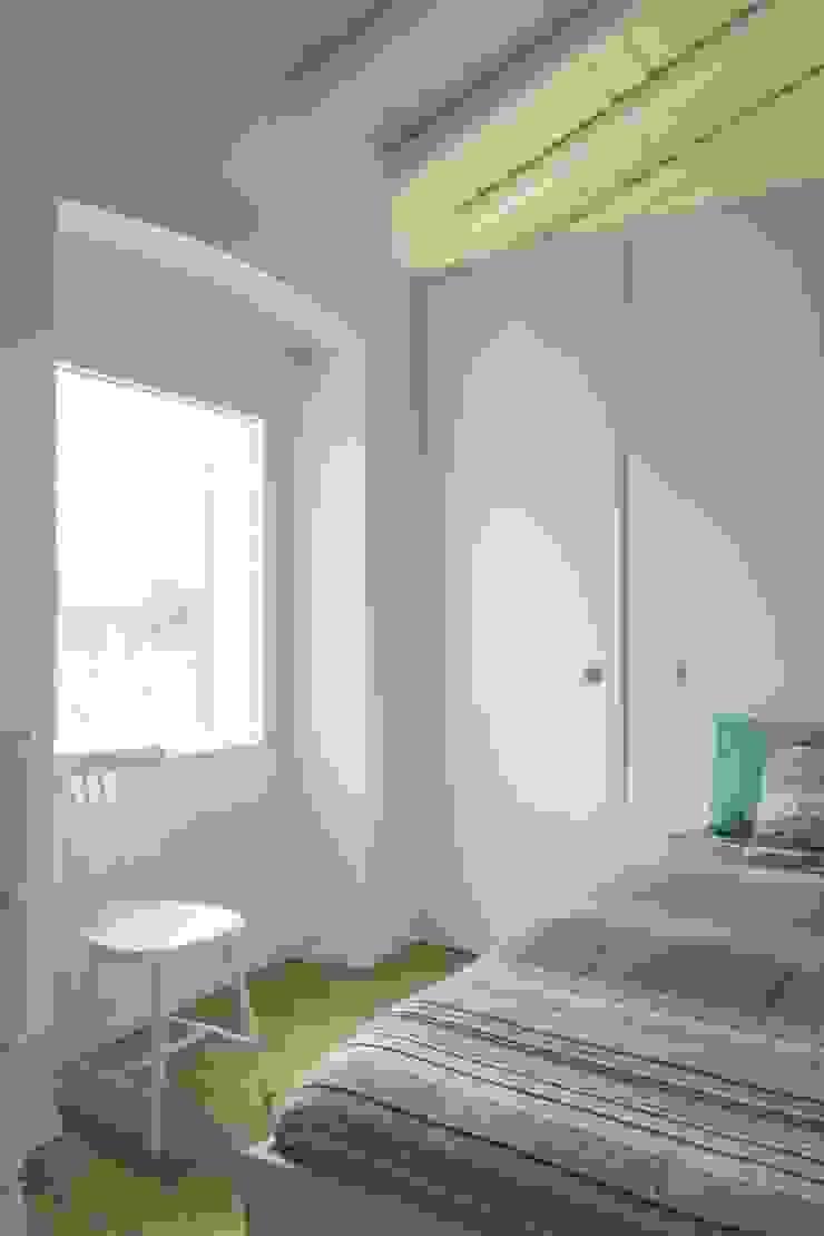House in Corte Gafo, Mértola Cuartos de estilo minimalista de Estúdio Urbano Arquitectos Minimalista