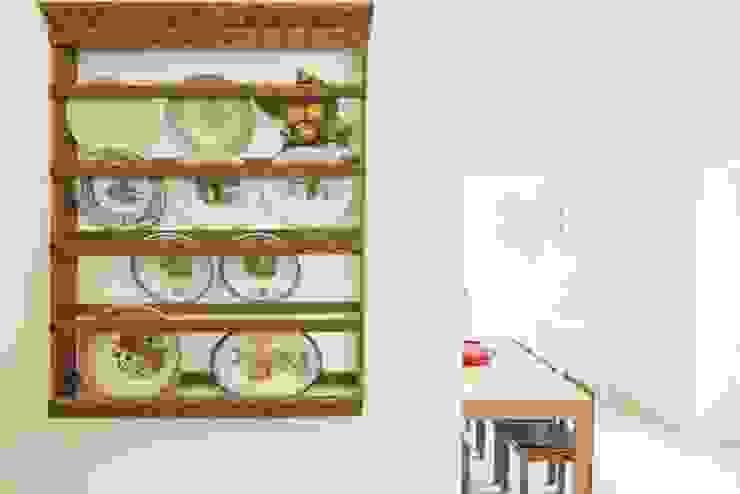 Casa em Corte Gafo, Mértola Cozinhas minimalistas por Estúdio Urbano Arquitectos Minimalista