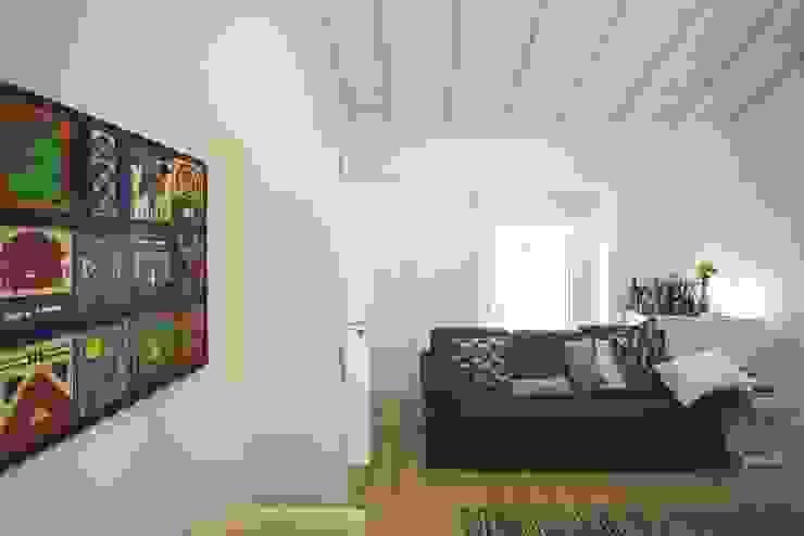 House in Corte Gafo, Mértola Salas de estilo minimalista de Estúdio Urbano Arquitectos Minimalista
