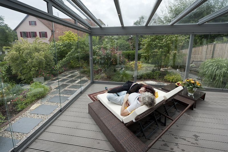 MR Gruppe Balkon, Beranda & Teras Modern