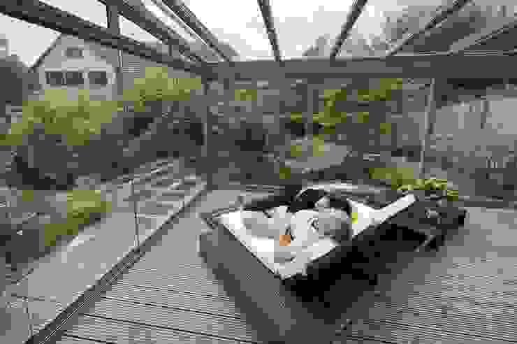 Balcones y terrazas de estilo moderno de MR Gruppe Moderno